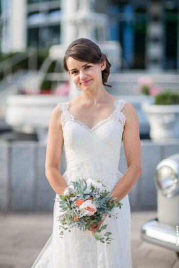 Vintage Braut mit Brautstrauß