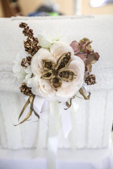 Blumendekoration-gold
