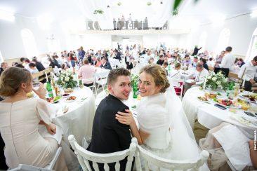 raut und Bräutigam Speißesaal