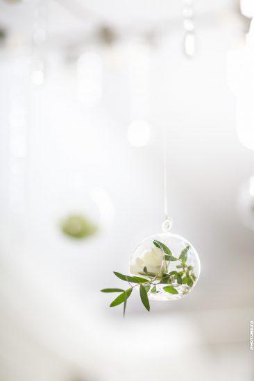 Hochzeitsdeko-Glaskugel mit Blume