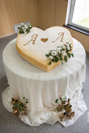 Hochzeitstorte Herz mit Initialen